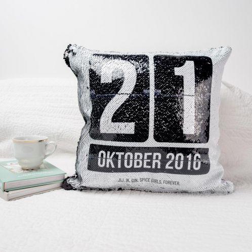 Personaliseerbaar pailletten kussensloop met datum