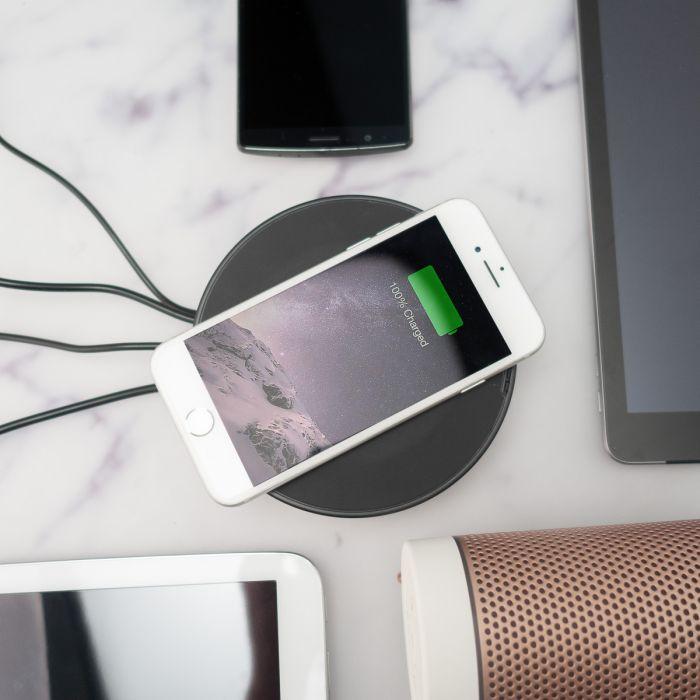 Nomad USB Hub met Draadloze Oplaadfunctie