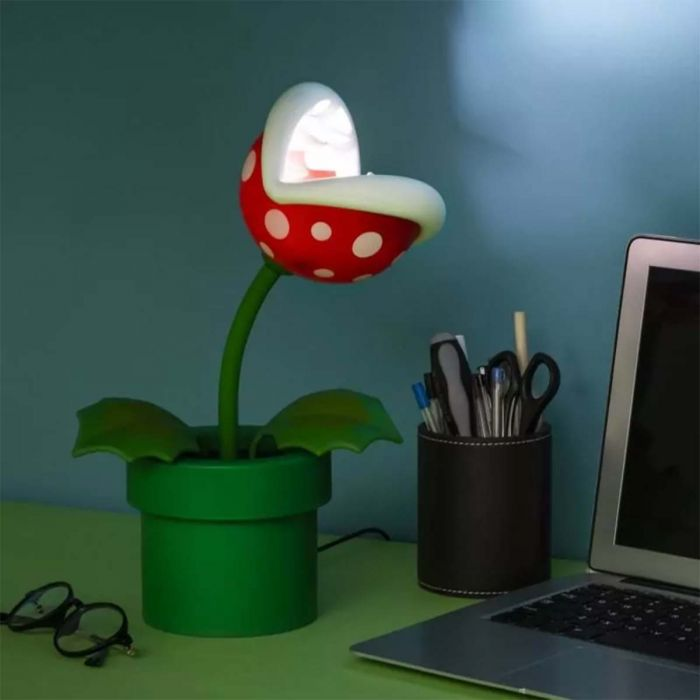 Super Mario piranha-plant lamp
