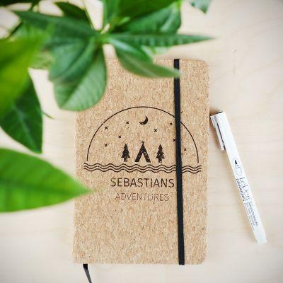Paascadeau - Personaliseerbaar kurken notitieboek – Avontuur