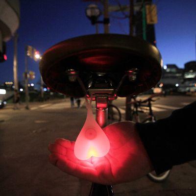Grappige cadeaus - Bike Balls fietsachterlicht
