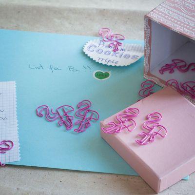 Paascadeau - Flamingo paperclips