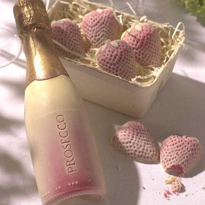 Valentijnscadeau - Prosecco en aardbeien van chocolade