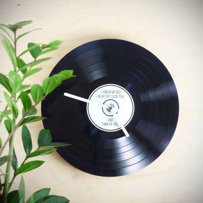 Gepersonaliseerde klokken - Personaliseerbare LP wandklok