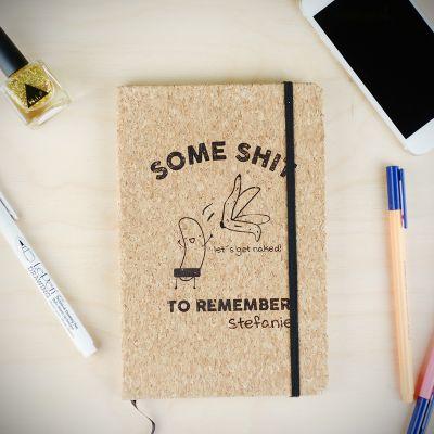 Paascadeau - Personaliseerbaar kurken notitieboek – Some Shit