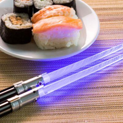 Verjaardagscadeau voor 40 - Star Wars lichtzwaarden eetstokjes