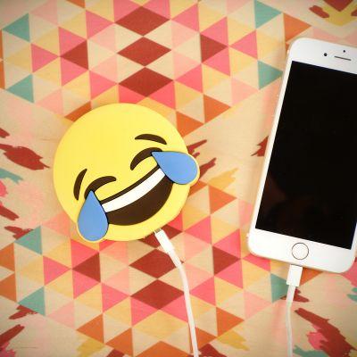 Grappige cadeaus - Emoji vreugdetranen oplader voor smartphones