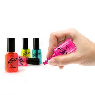Plezier op kantoor - Markers in nagellak design