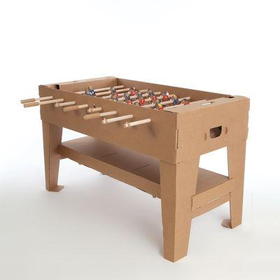 Plezier op kantoor - Tafelvoetbalspel van karton