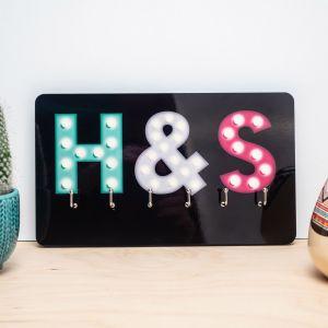 Personaliseerbaar sleutelbord met gekleurde initialen