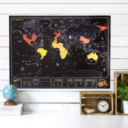 Krasbare wereldkaart met krijtverf