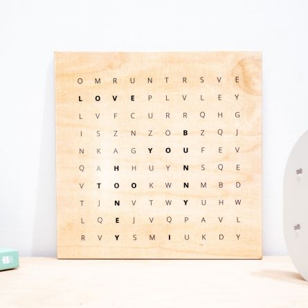 Personaliseerbare woordzoeker op hout