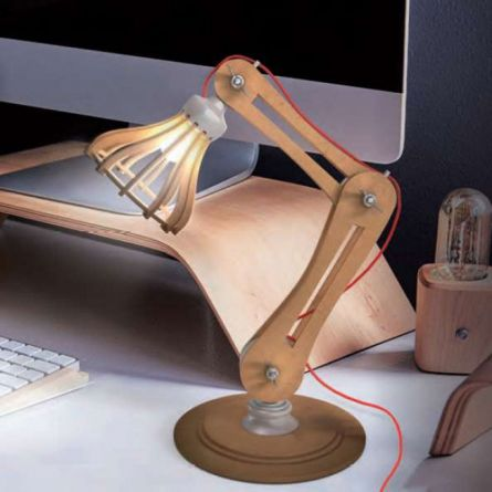 DIY Bureaulamp uit Hout