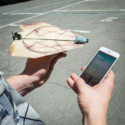 PowerUp 3.0 - smartphone gestuurde aandrijving voor papieren vliegers