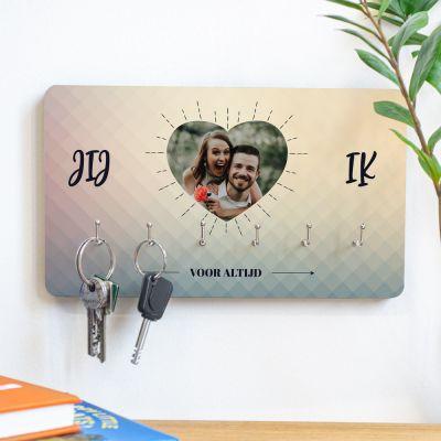 Gepersonaliseerde houten cadeaus - Personaliseerbaar sleutelbord met hartje