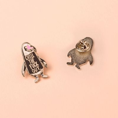 Grappige cadeaus - Chill out pinguïn pin