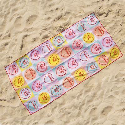 Buiten - Love Hearts Handdoek