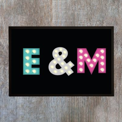 Gepersonaliseerde deurmatten - Personaliseerbare deurmat met gekleurde initialen