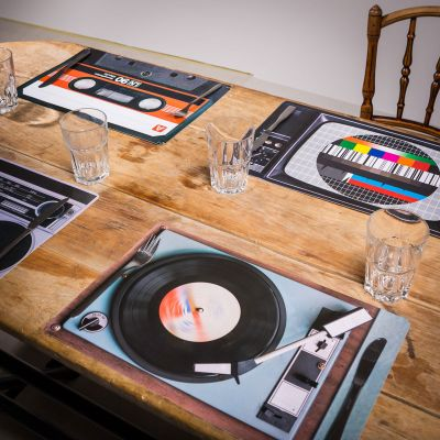Kerstcadeau voor ouders - Retro tafelset - 4-delig