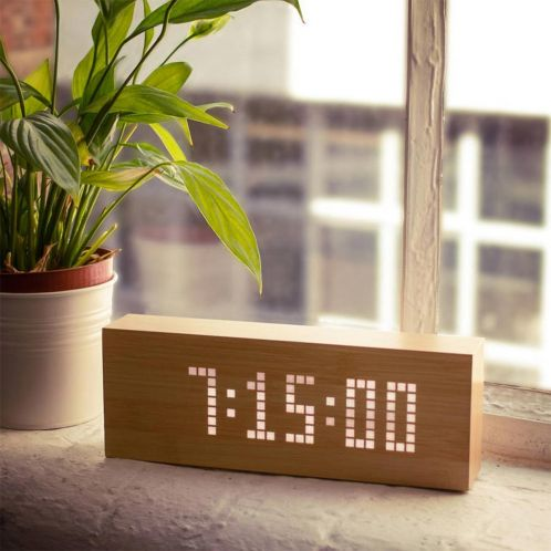 Click Message Clocks van hout met led-lampjes